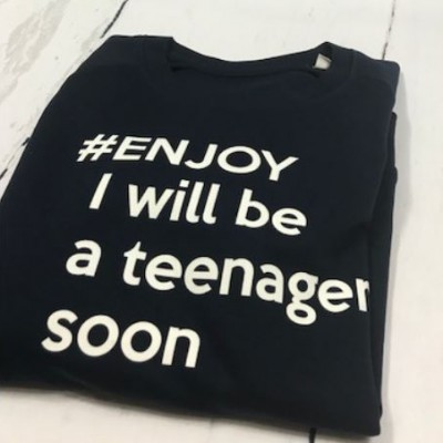 SOLDEN SWEATER MEISJE/JONGEN MAAT 9/11 JAAR DONKERBLAUW #ENJOY I WILL BE A TEENAGER SOON
