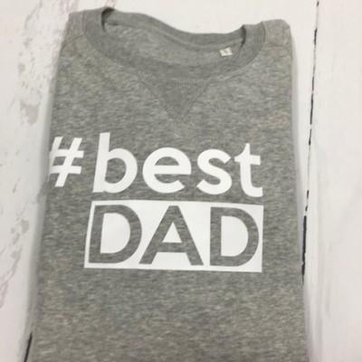 SOLDEN MAN SWEATER #BEST DAD MAAT L KLEUR GRIJS